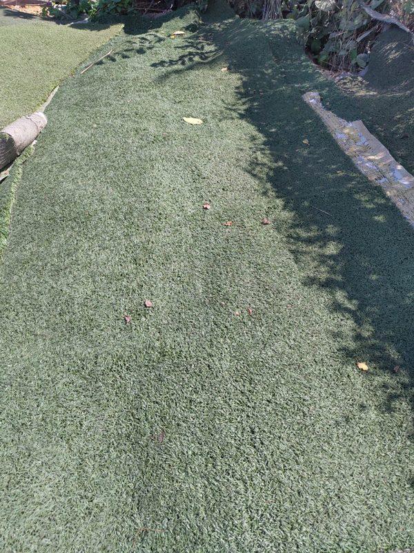 mua sân cỏ nhân tạo cũ