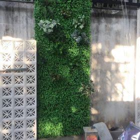 Tường cây giả quán ăn cô giang