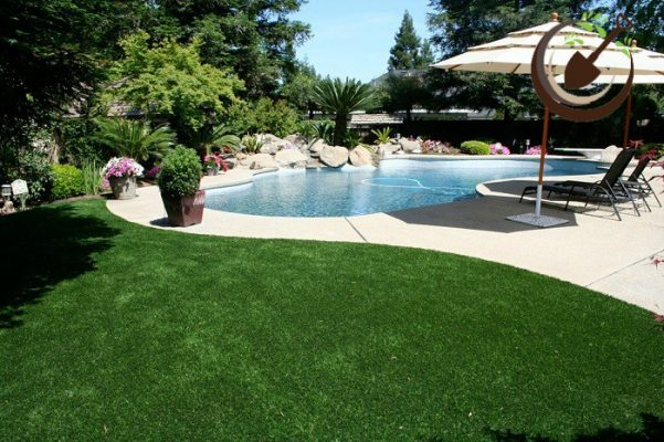Ứng dụng cỏ nhân tạo sân vườn