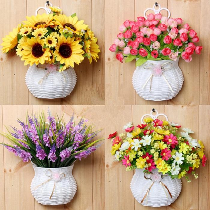 Dùng chậu hoa giả trang trí phòng khách