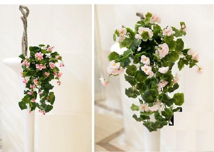 Dùng chậu hoa giả treo tường