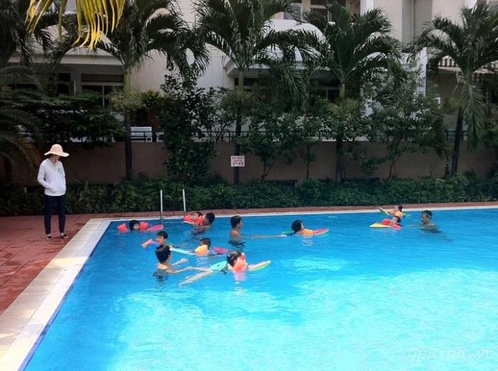 xây hồ bơi cho gia đình