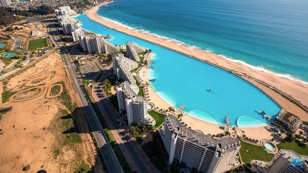 Hồ bơi ở San Alfonso Del Mar Resort