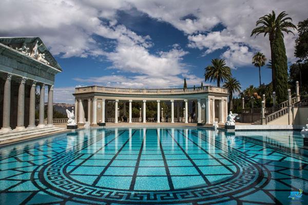Hồ bơi Neptune tại Lâu đài Hearst San Simeone, California